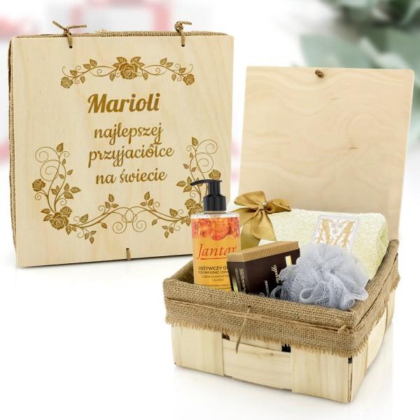 zestaw do kąpieli w drewnianej skrzynce z grawerem na prezent dla przyjaciółki najlepszej przyjaciółce