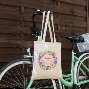 torba na prezent na prezent dla przyjaciółki na urodziny wianek kwiatów