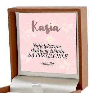 biżuteria w pudełku z dedykacją na prezent dla przyjaciółki na urodziny