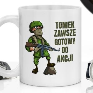 kubek z imieniem na śmieszny prezent dla żołnierza gotowy do akcji