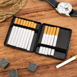 metalowa czarna papierośnica na wyjątkowy prezent męska przyjemność