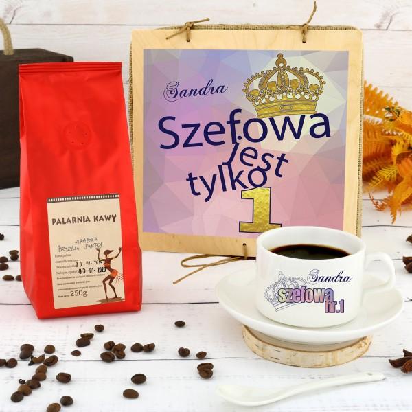 filiżanka z nadrukiem i kawa palona w skrzynce na prezent dla szefowej na pożegnanie nr 1