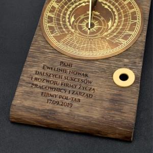 zegar słoneczny z dedykacją na prezent dla szefowej