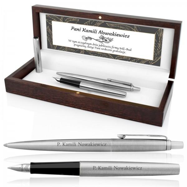 pióro i długopis parker z grawerem w drewnianym pudełku na prezent dla szefowej w dniu jubileuszu