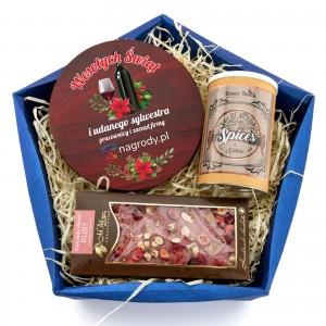 prezenty świąteczne firmowe w koszu z akcesoriami do wina i słodkościami grzaniec