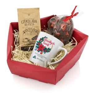 kubek z nadrukiem i czekolady w koszu upominkowym na prezent dla klienta biznesowego na święta