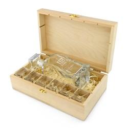 grawerowana karafka z kieliszkami w pudełku na oryginalny prezent na 18