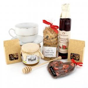 zestaw - Słodki Kosz - filiżanka Ćmielów, herbata, miód, ciasteczka i syrop z żurawiny na prezent świąteczny dla niej