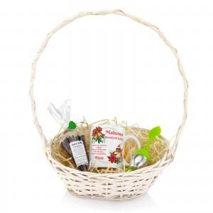 koszyk z zestawem kubek i herbata - Herbaciana Kraina na prezent na święta dla niej