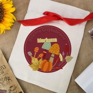 woreczek bawełniany na zestaw kubek z nadrukiem, czekolada i ciastka - Borowik na upominek dla grzybiarza