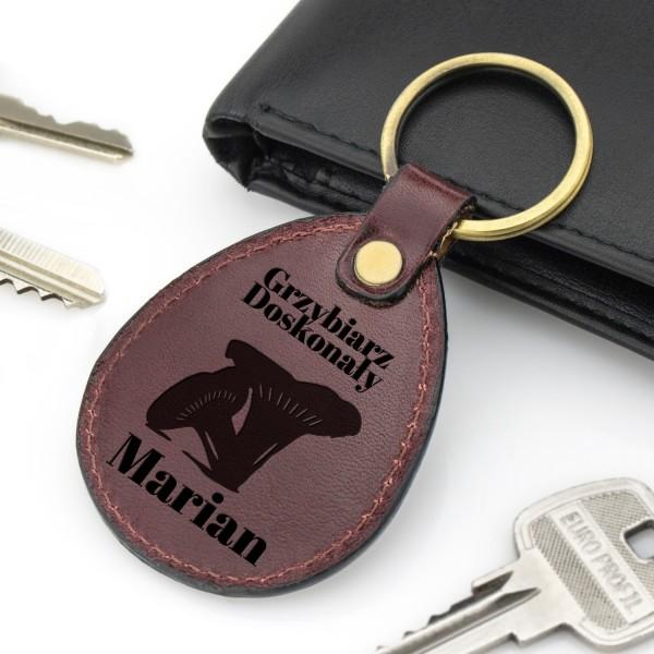 na prezent dla grzybiarza brelok do kluczy z grawerem imienia - Kozak