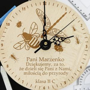 spersonalizowany zegar drewniany z grawerem życzeń dla pani od biologii