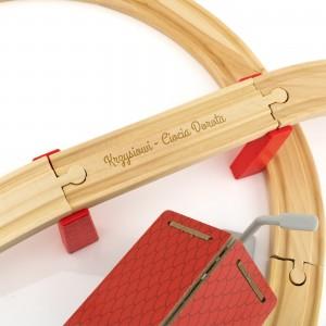 kolejka drewniana dla dzieci - Kolorowa Stacyjka na upominek urodzinowy dla chłopczyka