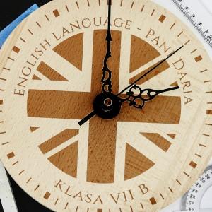 pomysłowy prezent na dzień nauczyciela grawerowany zegar