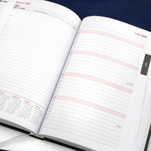 kalendarz książkowy z personalizacją