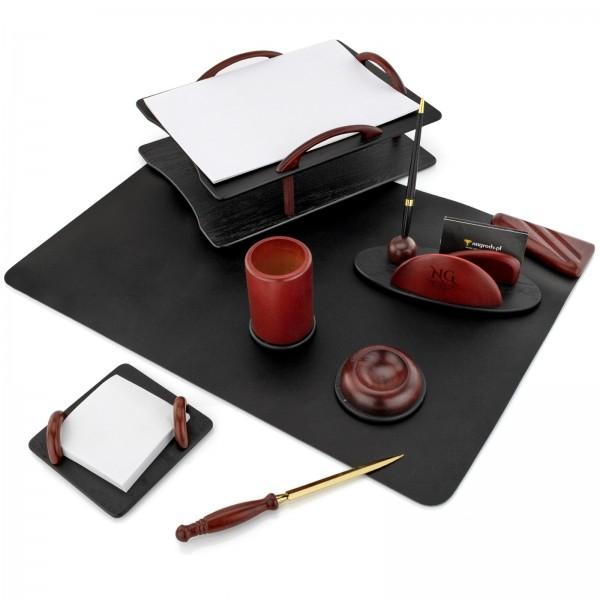 prezent dla biznesmena komplet na biurko z grawerem