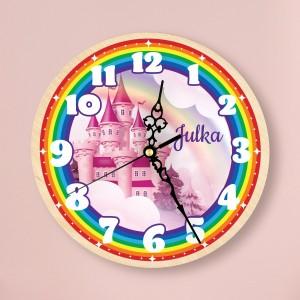 drewniany zegar scienny z imieniem jako prezent dla dziewczynki