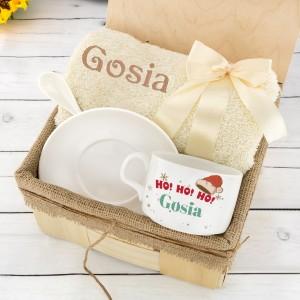 zestaw prezentowy ręcznik i filiżanka z personalizacją haftem i nadrukiem na prezent na mikołajki dla żony