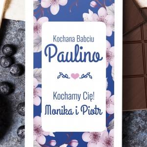 nadruk dedykacji na personalizowanej obwolucie czekolady na prezent dla babci