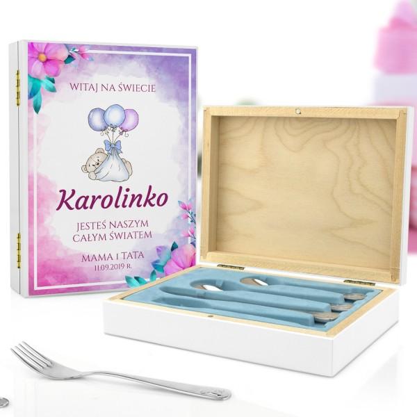 kaseta z nadrukiem i sztućce dla dzieci na pamiątkę chrztu świętego dla dziewczynki - Witaj Mała