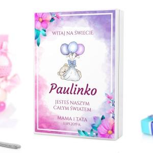 kaseta z kolorowym nadrukiem personalizacji na sztućce dla dzieci na pamiątkę chrztu dla dziewczynki - Witaj Mała