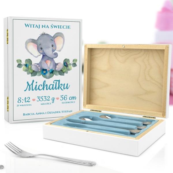 kaseta z nadrukiem i sztućce dla dzieci na pamiątkę chrztu dla chłopczyka - Witaj Mały