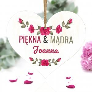 personalizowana tabliczka w kształcie serca z nadrukiem imiennym dla siostry lub przyjaciółki