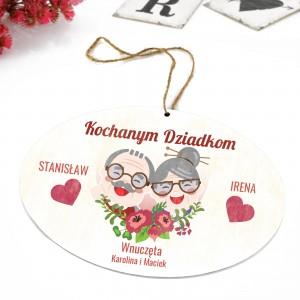 tabliczka z kolorową dedykacją i zawieszką na prezent dla dziadków na rocznicę