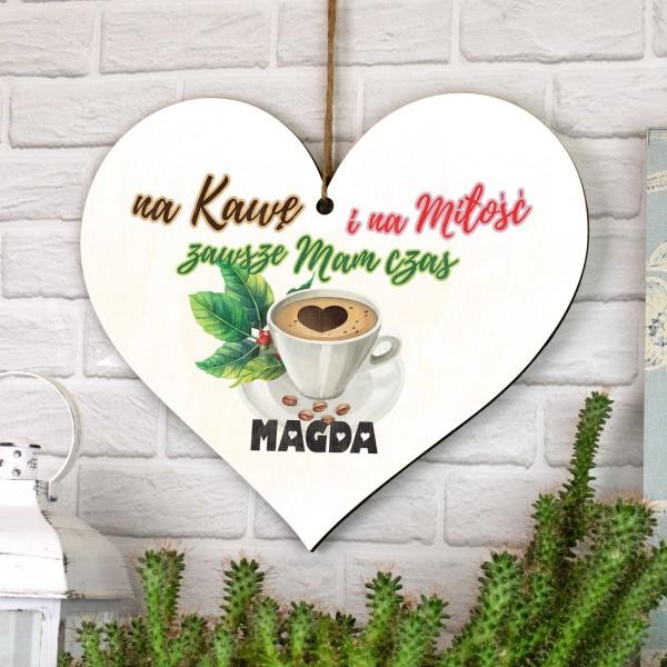 serce ze sklejki z nadrukiem imienia i adnotacją na kawę i miłość zawsze mam czas