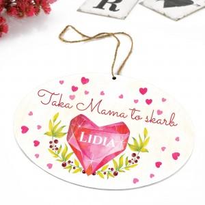 tabliczka z kolorową dedykacją i zawieszką na prezent dla mamy na urodziny