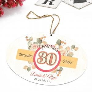 tabliczka z nadrukiem dedykacji i zawieszką na prezent na 30 rocznicę ślubu teściów