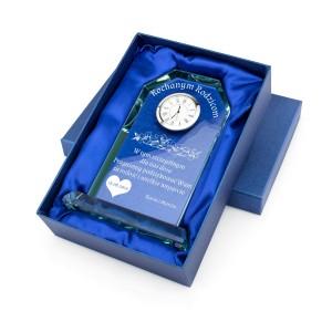 szklana statuetka z zegarem i dedykacją w pudełku prezentowym na podziękowania dla rodziców