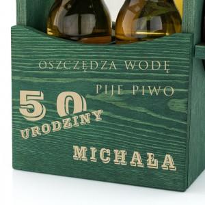 grawer dedykacji na drewnianej skrzynce na piwo na prezent na 50 urodziny dla szwagra