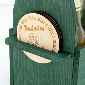 zielona skrzynka na piwo z 4 podkładkami na prezent dla przyjaciela na wieczór kawalerski