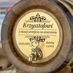 beczka dębowa na alkohol ze złotą tabliczką z możliwością grawerowania