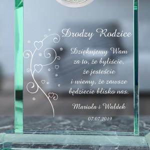 grawer podziękowań na szklanej statuetce na podziękowania weselne dla rodziców