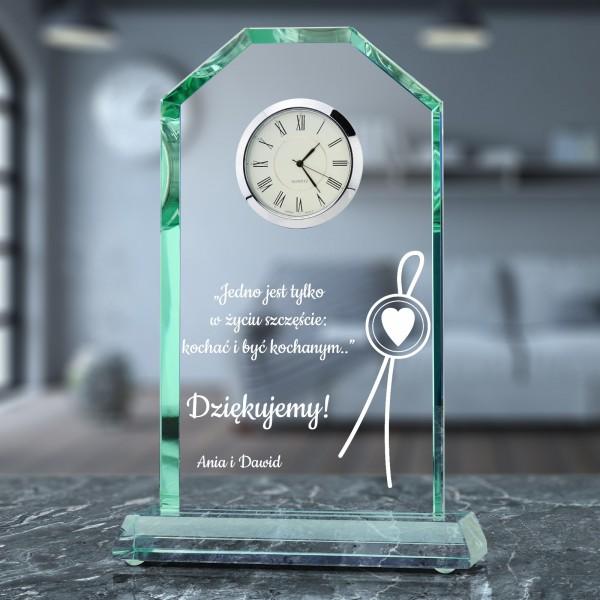 statuetka szklana z zegarem i grawerem na prezent dla teściów