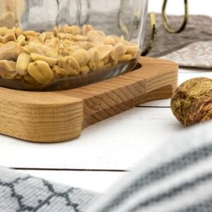 szklana salaterka na desce drewnianej na prezent na dzień babci