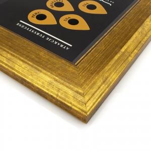 mapa zdrapka w szerokiej złotej ramie na prezent dla szefowej