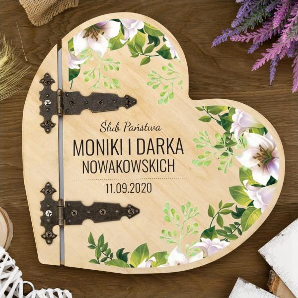 drewniany album serce z nadrukiem na pamiatkę ślubu