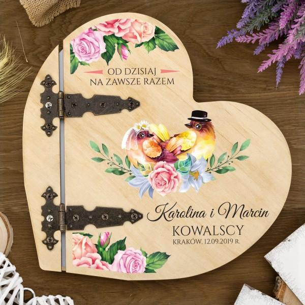 drewniany album na pamiątkę ślubu z nadrukiem daty i imion