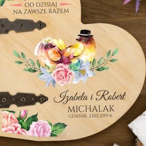 album drewniany sprsonalizowany jako pamiątka ślubu