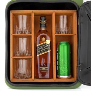 barek kanister z pułkami na alkohol i szklanki