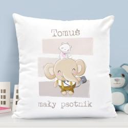 prezent dla chłopca poduszka z nadrukiem imienia i napisem mały psotnik