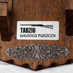 drewniana zawieszka na 2 sztuki broni z grawerem dedykacji władca puszczy
