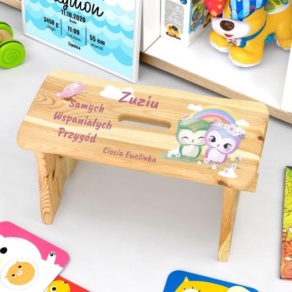 drewniany stołek dla dziecka z personalizacją