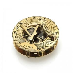 mosiężny kompas z zegarem słonecznym na prezent dla emeryta