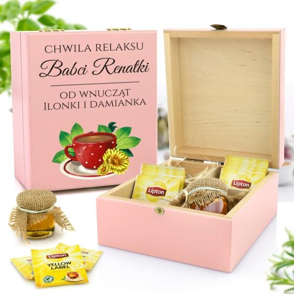 zestaw prezentowy w skrzynce z nadrukiem herbata i miody na prezent na mikołajki dla babci