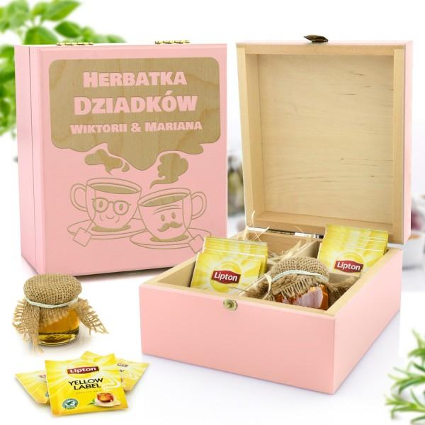 zestaw prezentowy w skrzynce z grawerem herbata i miody na prezent na dzień babci i dziadka