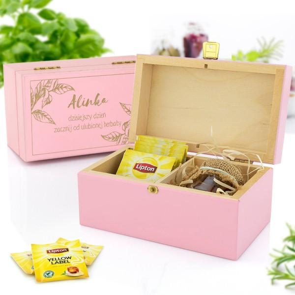 zestaw prezentowy w skrzynce z grawerem herbata i miody na prezent na mikołajki dla niej